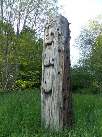 Totem en Sequoiadendron