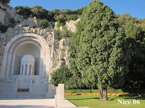 Cyprès au Monument aux morts à Nice 06