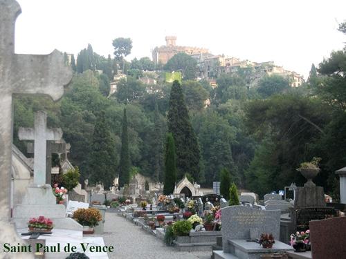 Cyprès au cimetière de St Paul de Vence